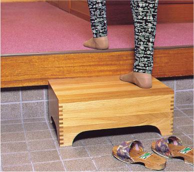楡(ニレ)踏み台 玄関台の使用例