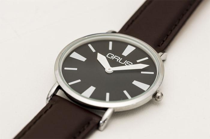 GRUS(グルス) ロービジョンウォッチ 弱視者にも見やすい配色・針の腕時計の説明