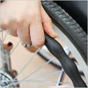 自走用車椅子 トワニーDX ノーパンクタイヤ 病院・施設・災害時-400-Sシルバーカーと介助車の2WAYタイプの説明